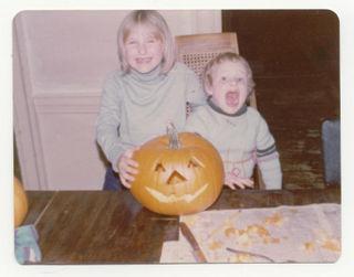 Den-and-steph-carve-pumpkin-halloween