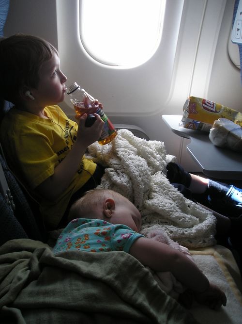 Luke-and-sylvie-on-the-plane-2