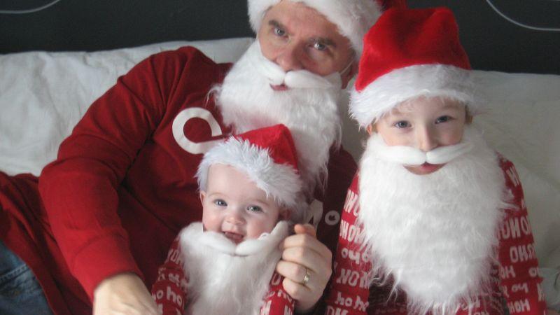 Dad-kids-santas