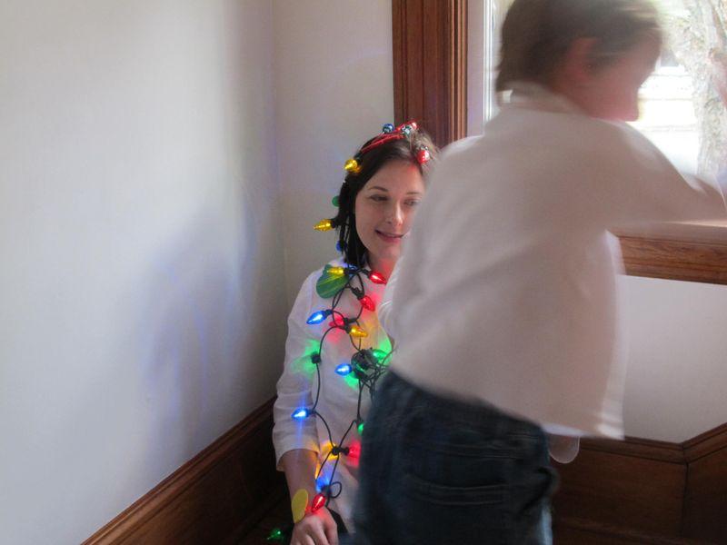Luke-decorates-mom2