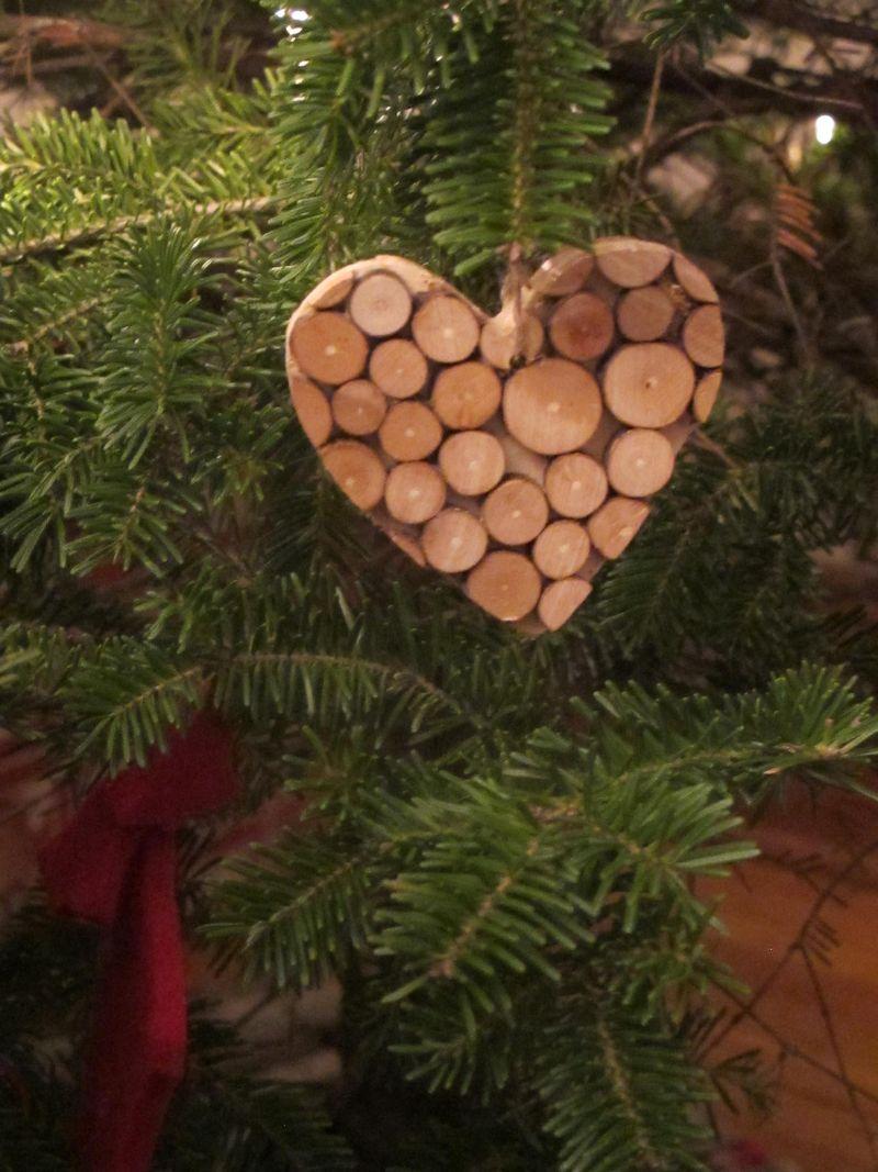 Wooden-dots-heart