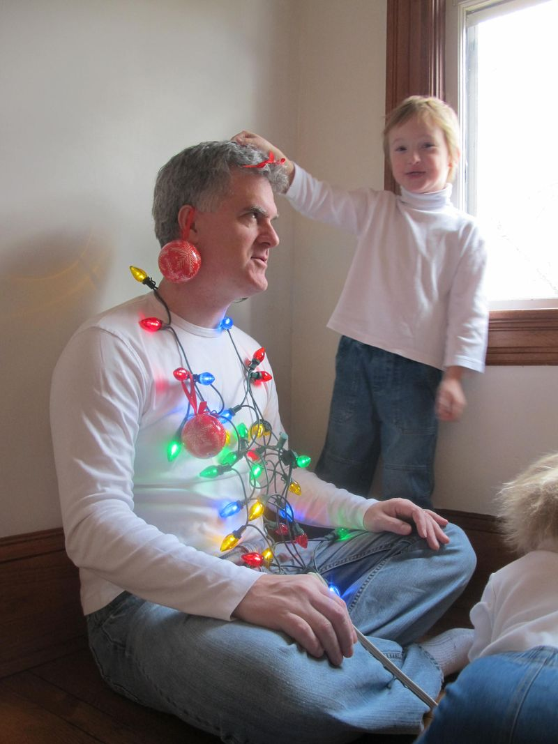 Kids-decorate-dad-5