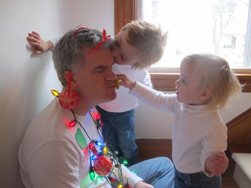 Kids-decorate-dad-8