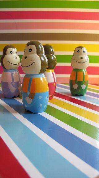 Striped-monkey-bowling-2