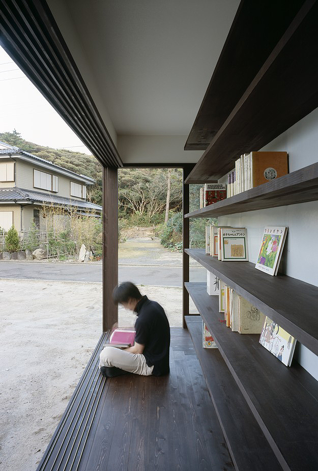 House-Made-From-Bookshelves-3