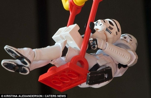 Stormtrooper-dad-and-son-swinging