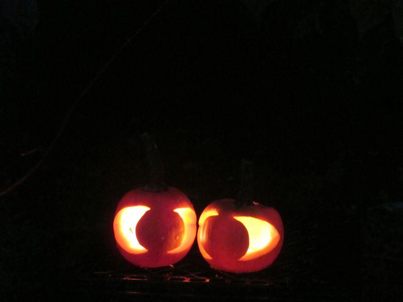 Eyes-in-the-dark-pumpkins