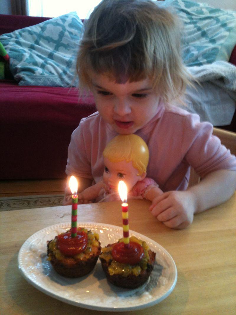 Impossible-mini-cheeseburger-cupcakes