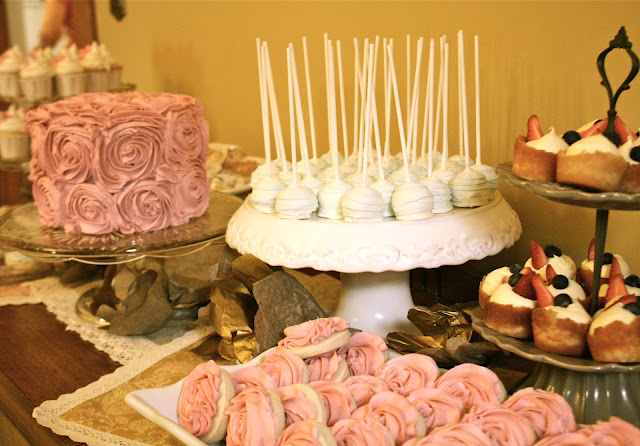 Rose-cake-and-cookies