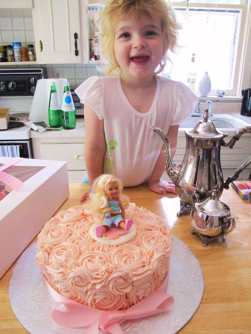 Vivi-loves-her-cake