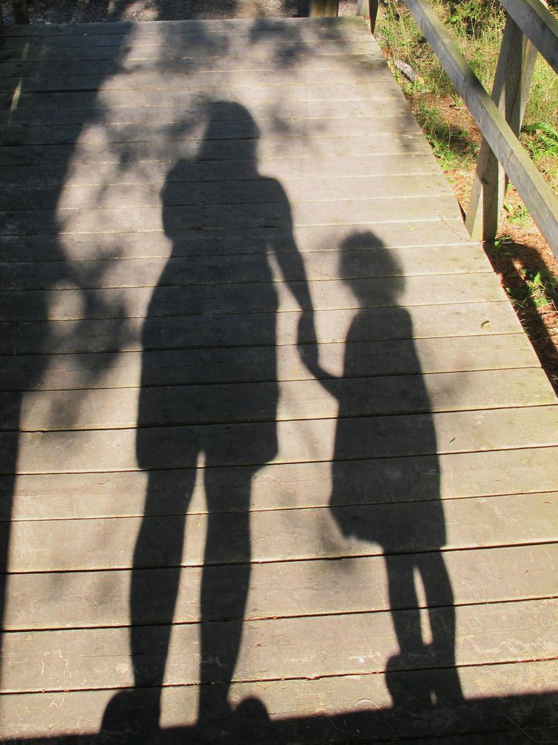 Steph-and-vivi-shadows