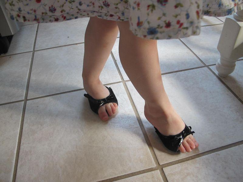 Vivi-shoes-hello-kitty
