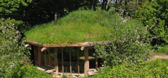 Glamping-hobbit-house
