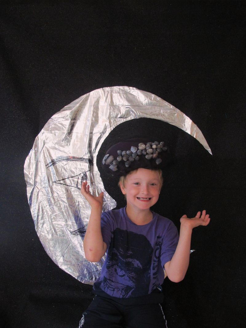 Luke-the-moon-and-the-dowager-countess-hat