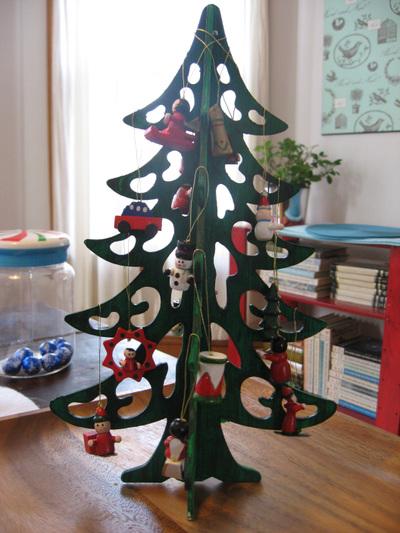 Wooden_christmas_tree_2