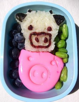 Bento_box_lunch_cow_and_pig