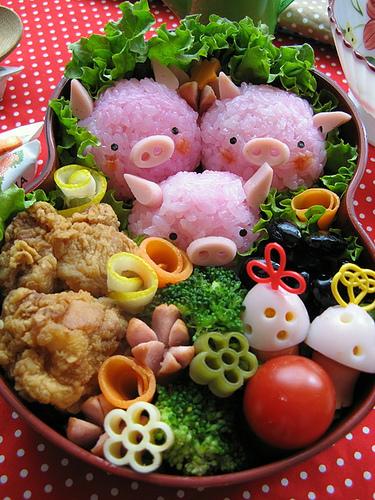 Bento_box_lunch_three_little_piggie